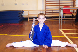 Joshua Carter doing the splits